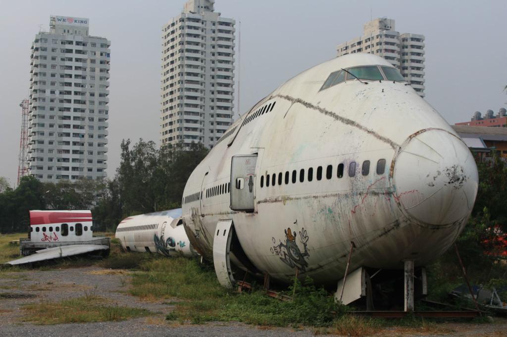 backpacking thailand airplane graveyard